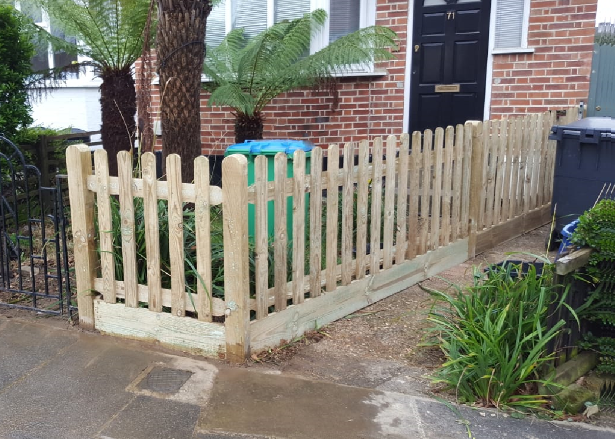 prepared palisade pickets In Round or Pointed top