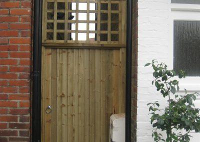 "Featheredge gate with 4"" trellis"