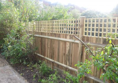 Traditional closeboard with 100mm trellis